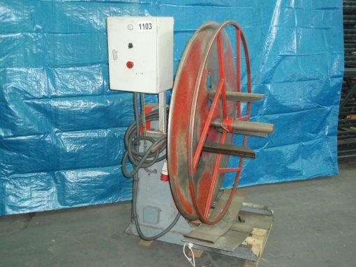 Vertical motorized decoiler